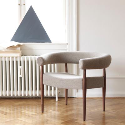 ナナ・ディッツェルのRing Chair